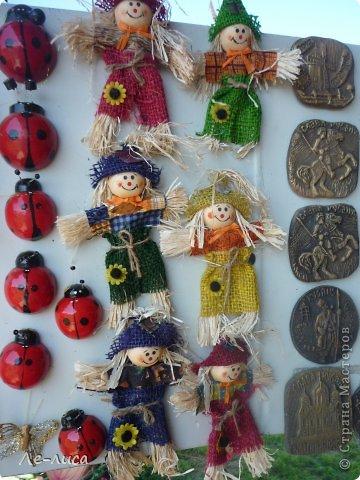 Атамань- это этно-туристический комплекс в Краснодарском крае, живописная казачья станица на берегу Чёрного моря. Очень люблю туда ездить, вот и в этом году мне посчастливилось побывать в Атамани на празднике. Сегодня я хочу показать вам сувениры с кубанской тематикой и познакомить с некоторыми мастерами, живущими в нашем крае. С самой же станицей я познакомлю вас в следующей теме. фото 14
