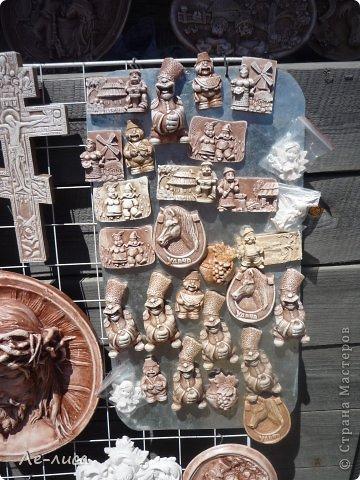 Атамань- это этно-туристический комплекс в Краснодарском крае, живописная казачья станица на берегу Чёрного моря. Очень люблю туда ездить, вот и в этом году мне посчастливилось побывать в Атамани на празднике. Сегодня я хочу показать вам сувениры с кубанской тематикой и познакомить с некоторыми мастерами, живущими в нашем крае. С самой же станицей я познакомлю вас в следующей теме. фото 15