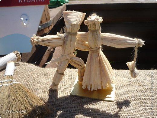 Атамань- это этно-туристический комплекс в Краснодарском крае, живописная казачья станица на берегу Чёрного моря. Очень люблю туда ездить, вот и в этом году мне посчастливилось побывать в Атамани на празднике. Сегодня я хочу показать вам сувениры с кубанской тематикой и познакомить с некоторыми мастерами, живущими в нашем крае. С самой же станицей я познакомлю вас в следующей теме. фото 5