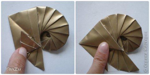 Всем огромный привет! Хочу поделиться со всеми процессом изготовления вот такой закрученной ракушки в технике оригами. Свою работу я назвала мастер-классом. Конечно же, ракушку и способ складывания этой поделки придумала не я, делала по видео-уроку с сайта Планета оригами http://planetaorigami.ru/2012/07/zakruchennaya-rakovina-po-sxeme-tomoko-fuse/  А я хочу показать вам этапы своей работы с пояснениями, которые, я надеюсь, значительно облегчат труд желающим сложить такую ракушку. Сама я раз пятнадцать пересматривала видео, пока точно не посчитала необходимое количество сложений. Если модераторы не посчитают мою запись мастер-классом, то я не обижусь. Сначала советую посмотреть видео, а потом следовать моему Мк. Фотографий будет много, но не пугайтесь, на самом деле все не так сложно, вторую ракушку, которую я вам здесь представляю, я делала уже практически по памяти. Как говорится, глаза боятся, а руки делают! фото 21