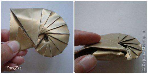 Всем огромный привет! Хочу поделиться со всеми процессом изготовления вот такой закрученной ракушки в технике оригами. Свою работу я назвала мастер-классом. Конечно же, ракушку и способ складывания этой поделки придумала не я, делала по видео-уроку с сайта Планета оригами http://planetaorigami.ru/2012/07/zakruchennaya-rakovina-po-sxeme-tomoko-fuse/  А я хочу показать вам этапы своей работы с пояснениями, которые, я надеюсь, значительно облегчат труд желающим сложить такую ракушку. Сама я раз пятнадцать пересматривала видео, пока точно не посчитала необходимое количество сложений. Если модераторы не посчитают мою запись мастер-классом, то я не обижусь. Сначала советую посмотреть видео, а потом следовать моему Мк. Фотографий будет много, но не пугайтесь, на самом деле все не так сложно, вторую ракушку, которую я вам здесь представляю, я делала уже практически по памяти. Как говорится, глаза боятся, а руки делают! фото 22