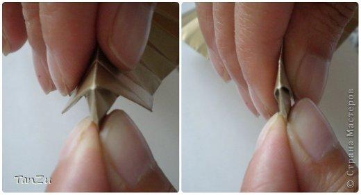 Всем огромный привет! Хочу поделиться со всеми процессом изготовления вот такой закрученной ракушки в технике оригами. Свою работу я назвала мастер-классом. Конечно же, ракушку и способ складывания этой поделки придумала не я, делала по видео-уроку с сайта Планета оригами http://planetaorigami.ru/2012/07/zakruchennaya-rakovina-po-sxeme-tomoko-fuse/  А я хочу показать вам этапы своей работы с пояснениями, которые, я надеюсь, значительно облегчат труд желающим сложить такую ракушку. Сама я раз пятнадцать пересматривала видео, пока точно не посчитала необходимое количество сложений. Если модераторы не посчитают мою запись мастер-классом, то я не обижусь. Сначала советую посмотреть видео, а потом следовать моему Мк. Фотографий будет много, но не пугайтесь, на самом деле все не так сложно, вторую ракушку, которую я вам здесь представляю, я делала уже практически по памяти. Как говорится, глаза боятся, а руки делают! фото 16