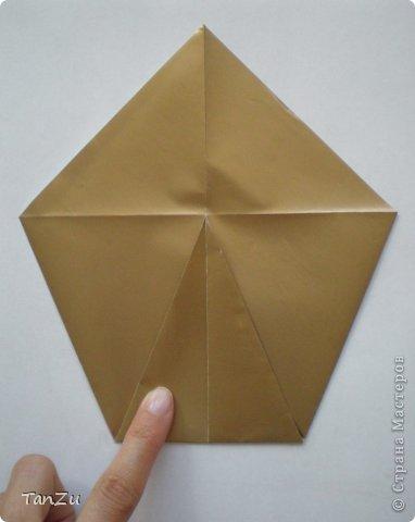 Всем огромный привет! Хочу поделиться со всеми процессом изготовления вот такой закрученной ракушки в технике оригами. Свою работу я назвала мастер-классом. Конечно же, ракушку и способ складывания этой поделки придумала не я, делала по видео-уроку с сайта Планета оригами http://planetaorigami.ru/2012/07/zakruchennaya-rakovina-po-sxeme-tomoko-fuse/  А я хочу показать вам этапы своей работы с пояснениями, которые, я надеюсь, значительно облегчат труд желающим сложить такую ракушку. Сама я раз пятнадцать пересматривала видео, пока точно не посчитала необходимое количество сложений. Если модераторы не посчитают мою запись мастер-классом, то я не обижусь. Сначала советую посмотреть видео, а потом следовать моему Мк. Фотографий будет много, но не пугайтесь, на самом деле все не так сложно, вторую ракушку, которую я вам здесь представляю, я делала уже практически по памяти. Как говорится, глаза боятся, а руки делают! фото 3