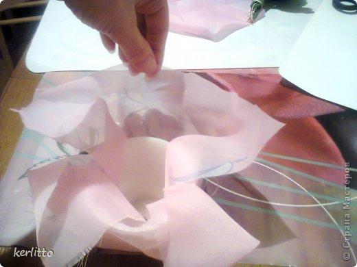Здравствуйте, мастерицы! Я хочу вам показать, как более похожим сделать бархатные листочки. Может это кому поможет))) Простите меня за качество фотографий, фотографировала на телефон(фотик сломался). Хочу сказать, что многие спутали мой цветочек с настоящим и давали советы его пересадить в горшок побольше))) Особенно их удивили листочки и не верили пока не потрогали. На фото не передалось это эффекта бархата, к сожалению. Но вы попробуйте и вам понравиться))). фото 31