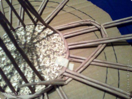 Мастер-класс Поделка изделие Декупаж Плетение Ажурная конфетница Бумага газетная Картон Салфетки Трубочки бумажные фото 8