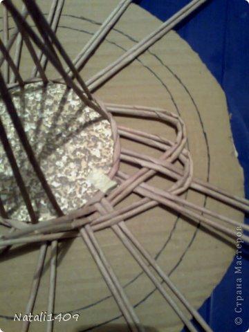Мастер-класс Поделка изделие Декупаж Плетение Ажурная конфетница Бумага газетная Картон Салфетки Трубочки бумажные фото 9