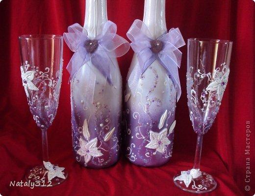 Как же не быть свадебному настроению, если мой сын сегодня женился?! И хоть свадьбы не было (молодые предпочли сразу уехать на юг), бутылочки с бокалами я все же оформила. фото 16
