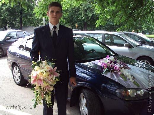 Как же не быть свадебному настроению, если мой сын сегодня женился?! И хоть свадьбы не было (молодые предпочли сразу уехать на юг), бутылочки с бокалами я все же оформила. фото 14