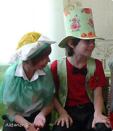 В школе во втором классе состоялся Бал Цветов. Мой сынуля захотел быть Маком. фото 3