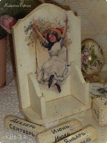 """На календаре изображены рисунки известного американского художника Харрисона Фишера. Его называли """"отцом тысячи девушек"""". Женственные и независимые, роскошные и утонченные, """"девушки Фишера"""" считались воплощением женской красоты. Очаровательные женские образы, созданные Фишером, до сих пор пользуются огромной популярностью, не утратив с годами своего обаяния и элегантности.  Календарь искусственно состарен. Все материалы использованные в работе не токсичны и абсолютно безопасны.  Единственный экземпляр.  фото 3"""