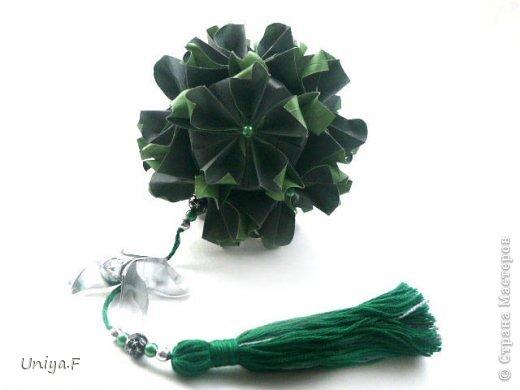 """Добрый день, коллеги!  И так, приступаю к обвальному затуториаливанию.  Незапланированный опрос общественного мнения показал, что эта кусудама наиболее желанна. С нее и начнем. МК в студию!   Name: Milisenta collection """"Ribbon Flowers""""  Designer: Uniya Filonova  Units: 30  Paper: 3*15 cm (1:5) Final height: ~ 9 cm  Joint: no glue фото 25"""