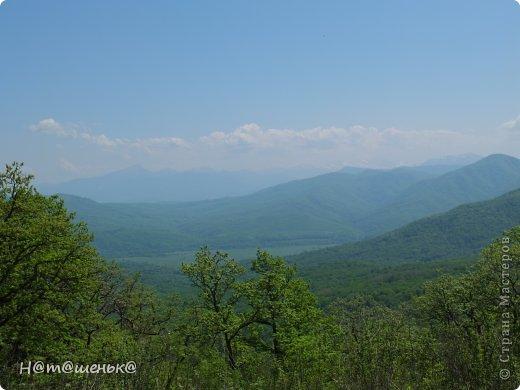 Окруженная со всех сторон горными хребтами и заснеженными вершинами,горная Адыгея похожа на громадную чашу,заполненную до краев сокровищами природы. фото 1