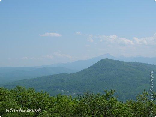 Окруженная со всех сторон горными хребтами и заснеженными вершинами,горная Адыгея похожа на громадную чашу,заполненную до краев сокровищами природы. фото 2