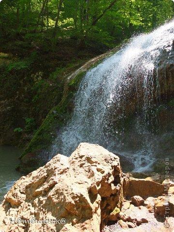 Окруженная со всех сторон горными хребтами и заснеженными вершинами,горная Адыгея похожа на громадную чашу,заполненную до краев сокровищами природы. фото 13
