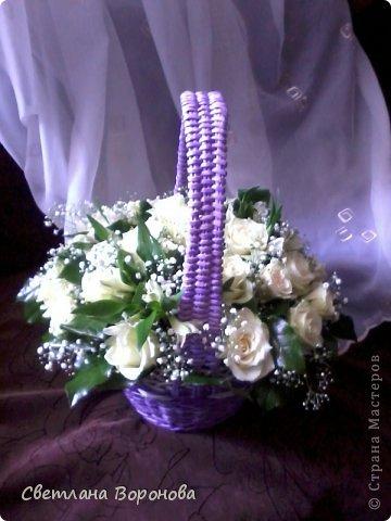 Моя первая корзинка по делу! Пригласили на свадьбу к дочери подруги. Плела от души! Не рискнула сама украшать цветами-сходила в цветочный салон. фото 1
