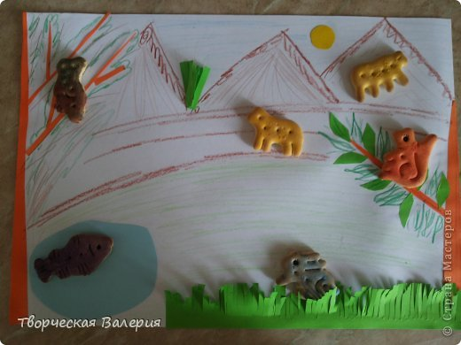 Вот что получится в конце Нам понадобится: 1.зоологические печенья 2.бумага 3.клей 4.ножницы 5.краски 6.цветные мелки фото 1