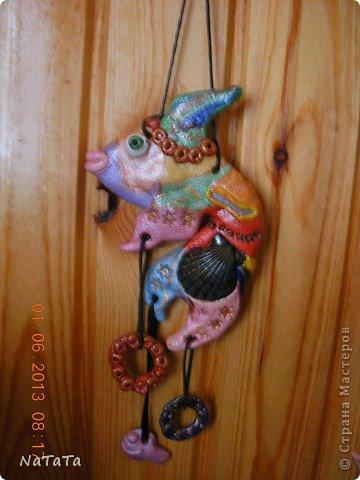 Вазы из газетных трубочек, украшенные фольгой фото 11