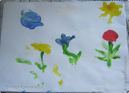 Все началось с того, что 12 мая мы с детьми ездили на фестиваль детского творчества в г. Алматы и моя малышка Василисса (ей сейчас 1 год и 9 мес.)нарисовала пальчиковыми красками вот такой рисунок. Эти краски нам подарили и рисование пальчиками стало нашим любимым занятием.  фото 2