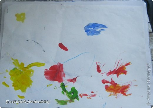 Все началось с того, что 12 мая мы с детьми ездили на фестиваль детского творчества в г. Алматы и моя малышка Василисса (ей сейчас 1 год и 9 мес.)нарисовала пальчиковыми красками вот такой рисунок. Эти краски нам подарили и рисование пальчиками стало нашим любимым занятием.  фото 1
