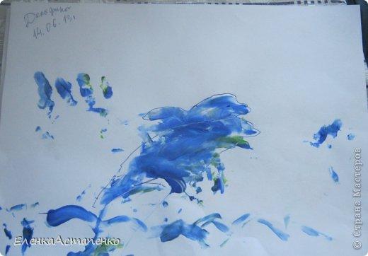 Все началось с того, что 12 мая мы с детьми ездили на фестиваль детского творчества в г. Алматы и моя малышка Василисса (ей сейчас 1 год и 9 мес.)нарисовала пальчиковыми красками вот такой рисунок. Эти краски нам подарили и рисование пальчиками стало нашим любимым занятием.  фото 3
