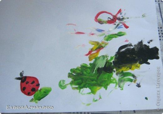 Все началось с того, что 12 мая мы с детьми ездили на фестиваль детского творчества в г. Алматы и моя малышка Василисса (ей сейчас 1 год и 9 мес.)нарисовала пальчиковыми красками вот такой рисунок. Эти краски нам подарили и рисование пальчиками стало нашим любимым занятием.  фото 4