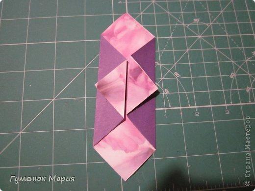 Всем привет! разгадывая на досуге кусудамы Марии Синайской http://www.flickr.com/photos/goorigami/5085416465/in/set-72157624275437833 http://www.flickr.com/photos/goorigami/5085415971/in/set-72157624275437833 я накрутила несколько модулей. Понимая, что ушла далеко от истины, все же попросила Машу подсказать. Но факт, есть факт. Принимайте!  Кусудама  name:  Pádus (черемуха)  автор: Mariya Gumeniuk  размер бумаги 10*10 итог: 12 см без клея крепление, на соседнюю грань фото 3
