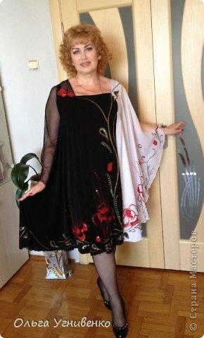 Приветствую всех мастеров и гостей чудесной Страны! Предлагаю Вашему вниманию одно из моих концертных платьев, которые изготавливаю сама. Готовое, сшитое платье расписывала акриловыми красками для росписи по ткани и вышивала пайетками, бисером с использованием аппликации тканью. фото 2