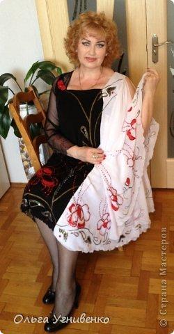 Приветствую всех мастеров и гостей чудесной Страны! Предлагаю Вашему вниманию одно из моих концертных платьев, которые изготавливаю сама. Готовое, сшитое платье расписывала акриловыми красками для росписи по ткани и вышивала пайетками, бисером с использованием аппликации тканью. фото 1