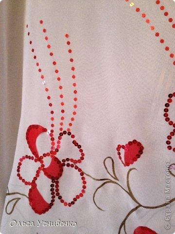 Приветствую всех мастеров и гостей чудесной Страны! Предлагаю Вашему вниманию одно из моих концертных платьев, которые изготавливаю сама. Готовое, сшитое платье расписывала акриловыми красками для росписи по ткани и вышивала пайетками, бисером с использованием аппликации тканью. фото 4