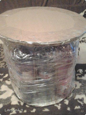 Вот такой появился дома пуфик, первый опыт работы мебели из пластиковых бутылок. Правда немного кривоват. фото 3