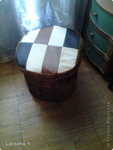 Вот такой появился дома пуфик, первый опыт работы мебели из пластиковых бутылок. Правда немного кривоват. фото 12