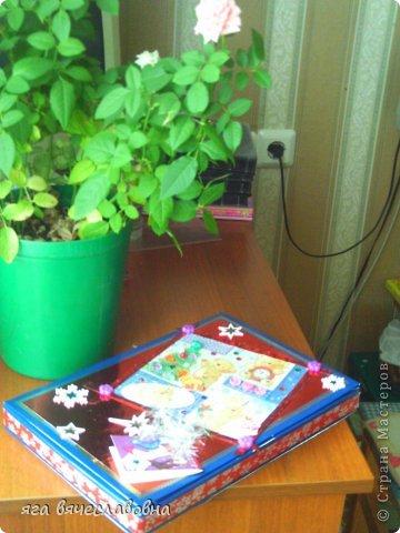 Летом хочется зимы,зимой -лета.На балконе нашла коробку из-под конфет и сделала новогоднюю коробочку для секретиков. фото 7