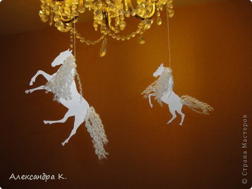Поделка изделие Новый год Вырезание Бумажные лошадки Бумага Нитки фото 2
