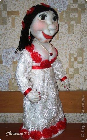 """заказали куклу в подарок, """" 45 баба ягодка опять"""" и пожелали чтоб была в белом платье,,,,заказчику понравилась,,,рост 60 см фото 3"""