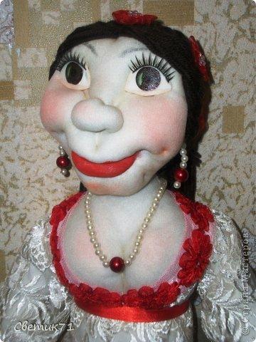 """заказали куклу в подарок, """" 45 баба ягодка опять"""" и пожелали чтоб была в белом платье,,,,заказчику понравилась,,,рост 60 см фото 2"""