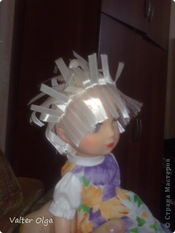 Попалась мне в руки вот такая лысая куколка в рваном платьице. Присмотрелась - симпотяжка! Надо было срочно реанимировать. фото 2