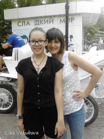 Вот такой комбинизончик смастерила))))) А рядом со мной моя мамочка.