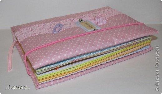 Дневник мамы (девочке)  Формат А5 в мягкой обложке, свыше 80 листов, вставки с декором для фотографий. Коробочка для хранения. фото 3