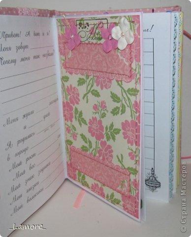 Дневник мамы (девочке)  Формат А5 в мягкой обложке, свыше 80 листов, вставки с декором для фотографий. Коробочка для хранения. фото 4