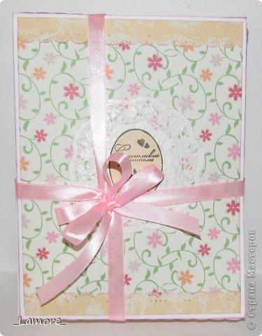 Дневник мамы (девочке)  Формат А5 в мягкой обложке, свыше 80 листов, вставки с декором для фотографий. Коробочка для хранения. фото 6