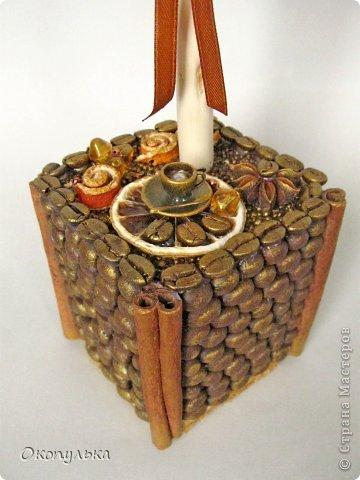 Кофейный топиарий выполнен на заказ под кухню в коричнево-оранжевых тонах фото 3