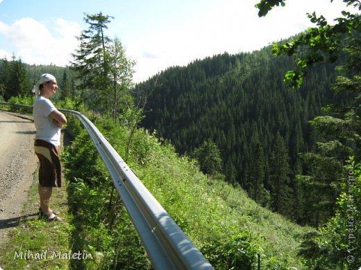 Моя мама как и остальные члены моей семьй любим отдыхать на природе за границей. Я собрал хорошие фотографии и вот выложил в интернет. фото 16