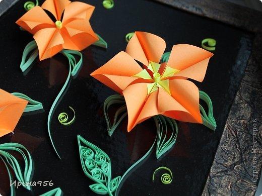 Остались цветочки от этой кусудамы https://stranamasterov.ru/node/581690 И приспособились сюда :) Размер цветов - около 7 см. Размер панно - А4. фото 2