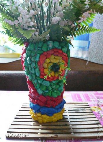 ваза из камушков