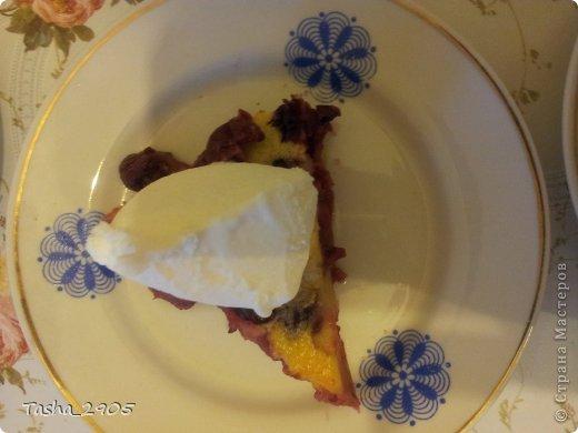 На выходных освоила рецепт вкусного французского десерта и спешу им поделиться. Нам понадобятся: - 3-4 стакана вишни - 100г муки - 3 яйца - 80г сахара + 1 ст. ложка - 200мл молока - щепотка соли - ваниль - сахарная пудра для украшения фото 5