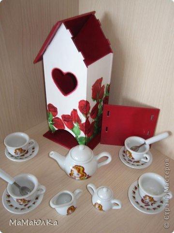 Здравствуйте! Сделала на одном дыхании этот чайный домик в подарок деверю и его жене. Дни рождения у них рядом (14 и 17 июня). Тем более недавно в семье было пополнение. Сядут все сместе за стол, чайком побалуются, вопросы серьезные порешают, а может быть просто помолчат, наслаждаясь ароматом чая.   фото 6