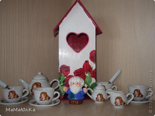Здравствуйте! Сделала на одном дыхании этот чайный домик в подарок деверю и его жене. Дни рождения у них рядом (14 и 17 июня). Тем более недавно в семье было пополнение. Сядут все сместе за стол, чайком побалуются, вопросы серьезные порешают, а может быть просто помолчат, наслаждаясь ароматом чая.   фото 7