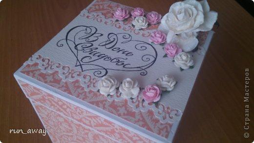 у подруги на днях была свадьба, решила в подарок сделать такую вот коробочку, правда получилась она немного скромная=) фото 2