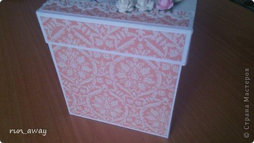 у подруги на днях была свадьба, решила в подарок сделать такую вот коробочку, правда получилась она немного скромная=) фото 3