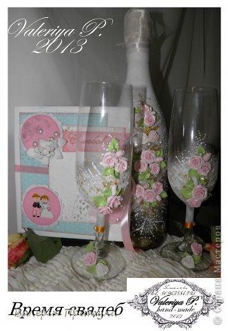 """ Время свадеб""- декор бутылки и бокалов розами. фото 1"